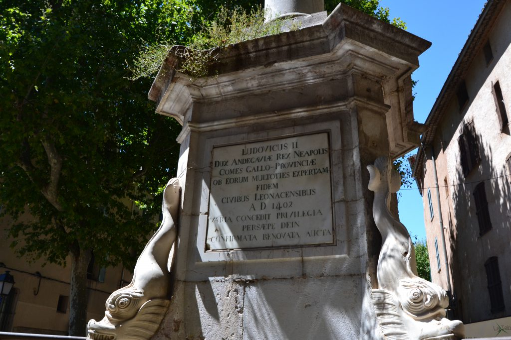 Inskriptionen på fontænen