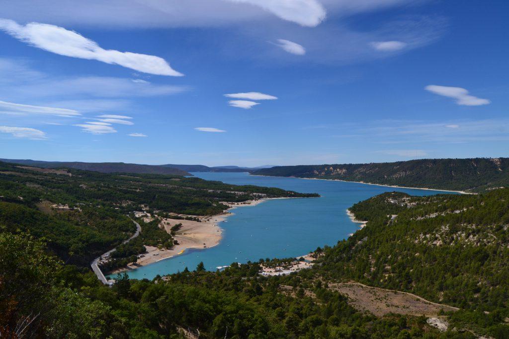 Lac de sainte Croix set lidt fra oven