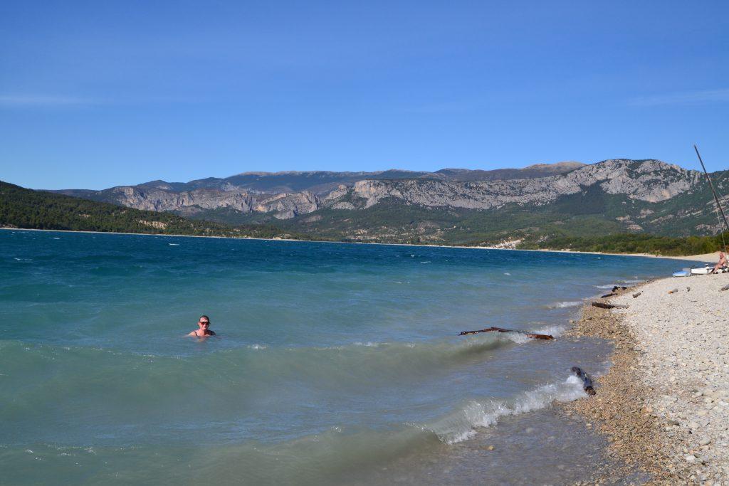 Lidt blæst og bølger skulle ikke afholde os fra en tur i søen. To dejlige dage nærmer sig sin afslutning. Jeg har haft en fantastisk fødselsdag.