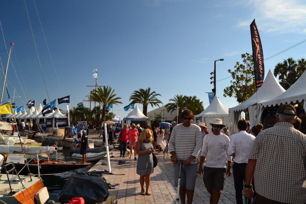 Liv og stemning på havnen i Cannes