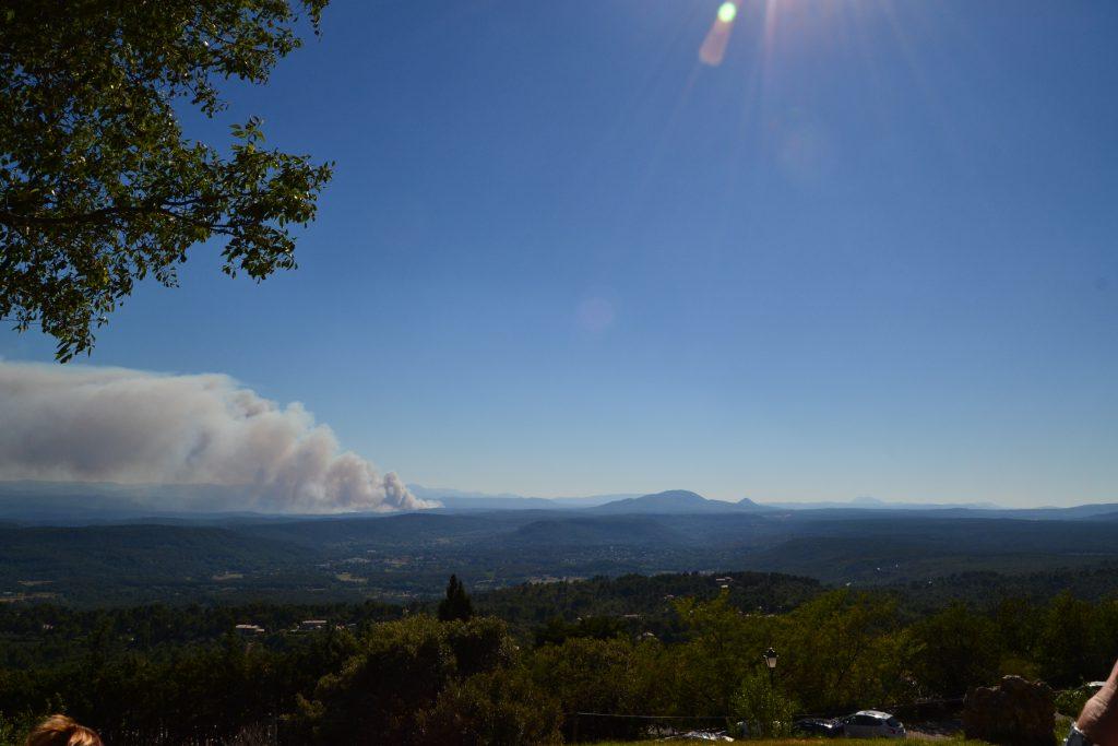 Det er tydeligt, at den mærkelige sky er en skovbrand