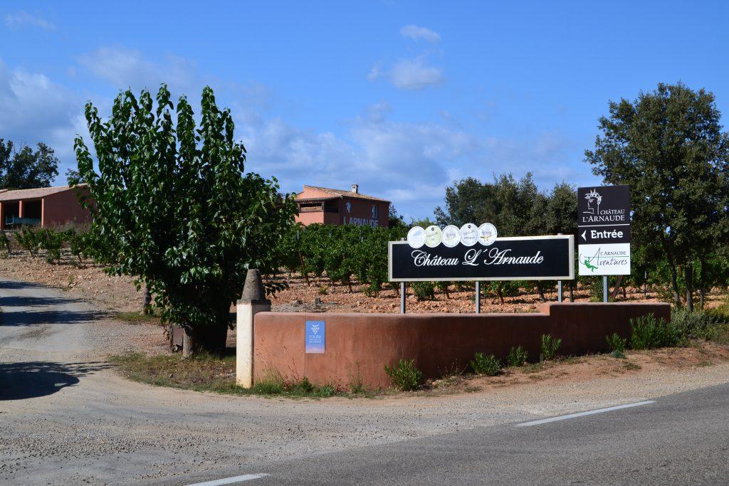 Chateau L'Arnaude, der også ligger tæt på os, laver glimrende vin - både rosé og rød