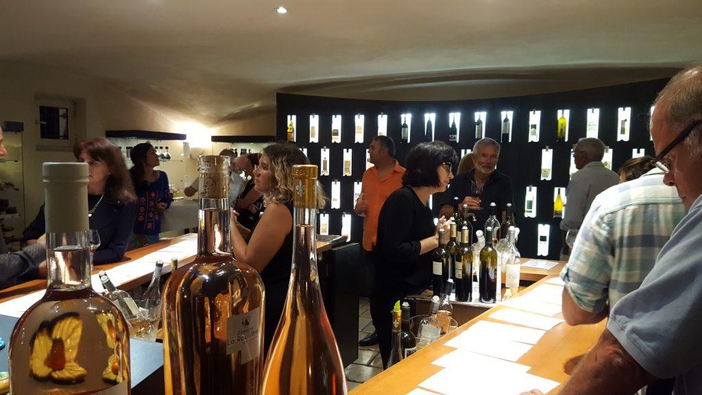 Smagelokalet hos Maison des Vins, hvor der var fyldt op i går aftes