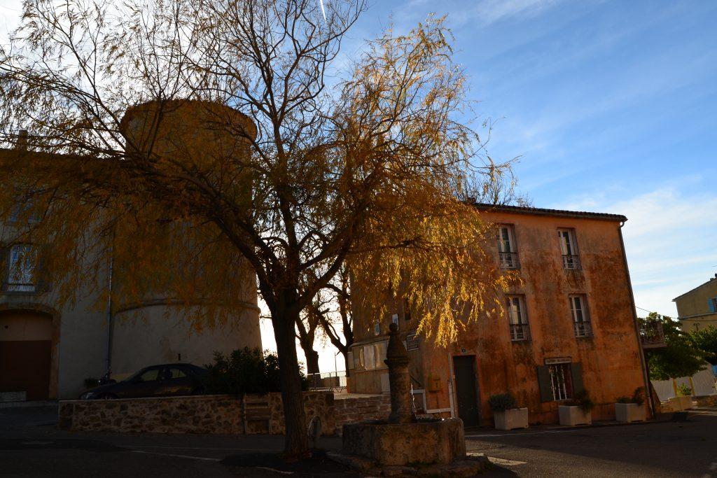 Et lille besøg i byen Tourtour, hvor efterårsstemningen også er tydelig