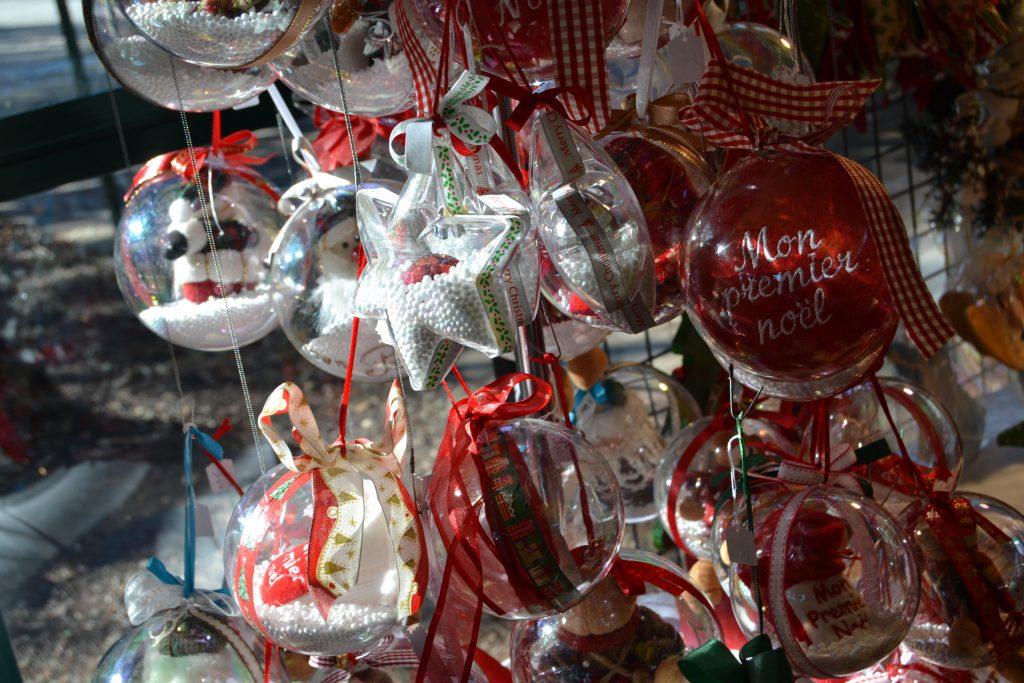 Mere julepynt til salg