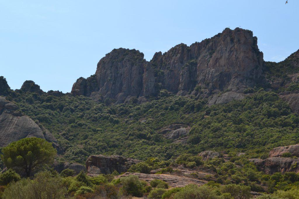 Skarpe klipper ved Rocher de Roquebrune. Klipperne er som navnet antyder brune