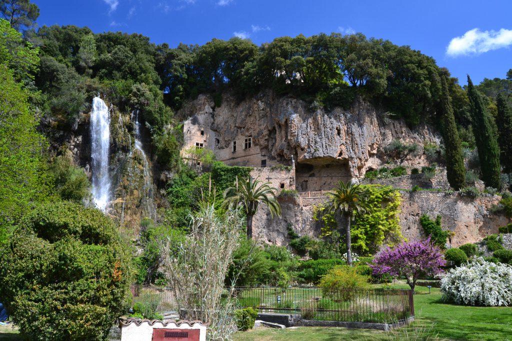 Et andet eksempel er Botanisk have i Villecroze, der ligger ca. 12 km her fra