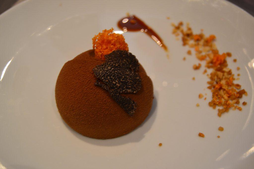 Her et billede af den yderst velsmagende dessert. Med trøffel som alle retterne i dagens menu.