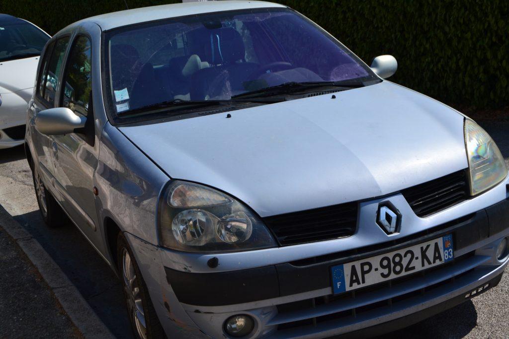 Her ses Patrice's bil. Han havde ikke behov for at få sin egen skade udbedret - det var blot en mere til samlingen